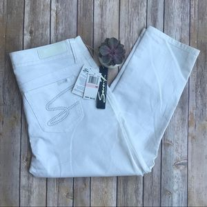 NWT Seven7 White Crop Jeans